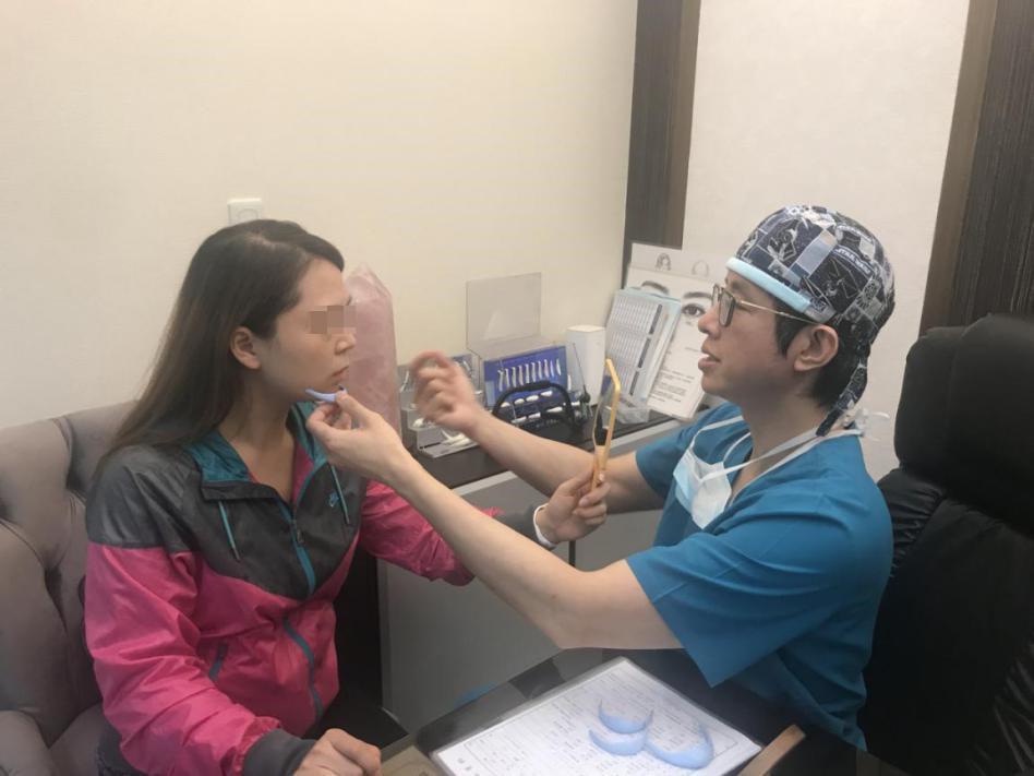 墊下巴也是許多女性諮詢的整型手術。(法喬醫美診所提供)